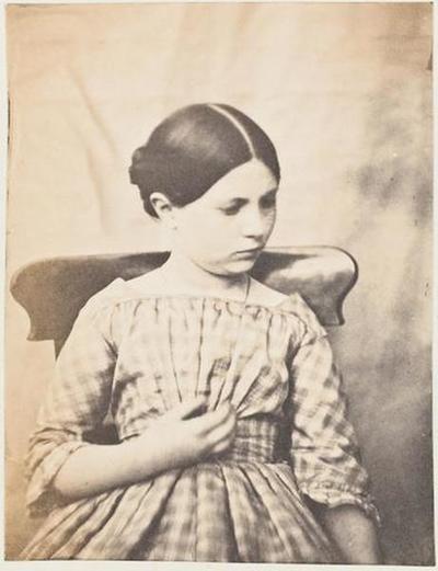tirage photographique ; Caroline Le Flô en robe claire