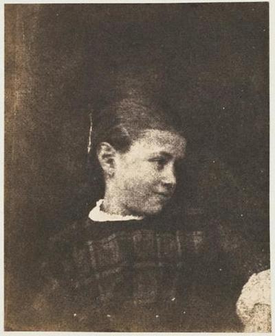 tirage photographique ; Caroline Le Flô en robe à carreaux