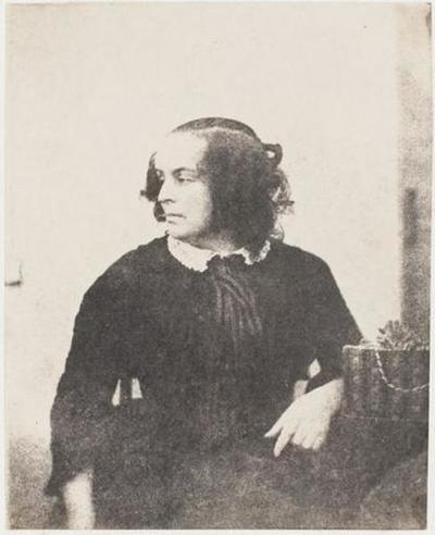 tirage photographique ; Madame Victor Hugo assise, visage tourné vers la droite