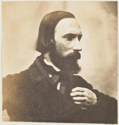 tirage photographique ; Autoportrait, profil droit, la main gauche au revers de la veste