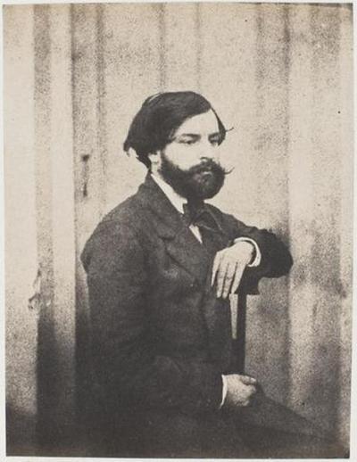 tirage photographique ; François-Victor Hugo assis, le coude gauche sur le dossier de la chaise