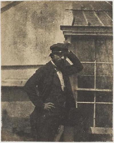 tirage photographique ; Autoportrait avec casquette devant la serre de Marine Terrace