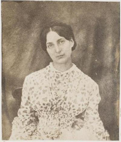 tirage photographique ; Adèle à la robe à fleurs