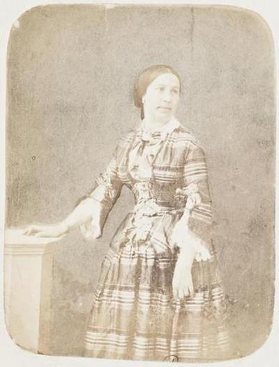tirage photographique ; Madame Meurice en robe écossaise