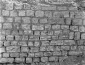 Vue détaillée de l'appareil d'un segment de rempart (Amphithéâtre, Fréjus, Var).