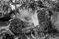 Vue de face d'un fragment de conduite de l'aqueduc (HLM Malpasset, Fréjus, Var).