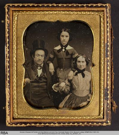 Ehepaar mit Tochter und Zwei Männer und eine Frau