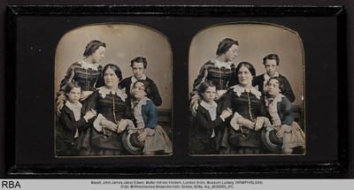Mutter mit vier Kindern
