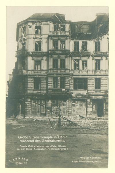 Novemberrevolution: Große Straßenkämpfe in Berlin während des Generalstreiks. Durch Artilleriefeuer zerstörte Häuser an der Ecke Alexander- Prenzlauerstraße.