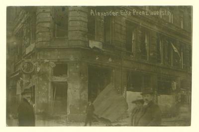 Große Straßenkämpfe in Berlin während des Generalstreiks. Spuren der erbitterten Kämpfe an einem Goldwarengeschäft.