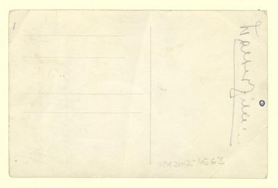 Ansichtskarte mit einem Motiv von Walter Zille: Heinrich Zille im Himmel vor einer Staffelei umringt von Puttenengeln und dem Volk