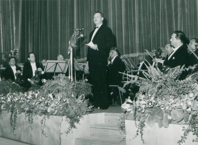 IFF 1958. Eröffnung der Filmfestspiele 1958 in der Kongresshalle durch den Regierenden Bürgermeister Willy Brandt
