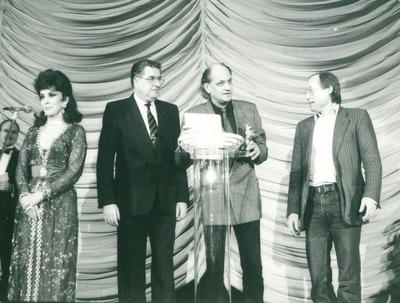IFF 1986.Preisverleihung. Gina Lollobrigida, Moritz de Hadeln, Reinhard Hauff, Regie, Stefan Aust. Stammheim Filmtitel