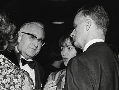 Gustav Rudolf Sellner, Johanna Wichmann, Heinrich Koch, beim 1. Festwochenempfang in der Akademie der Künste