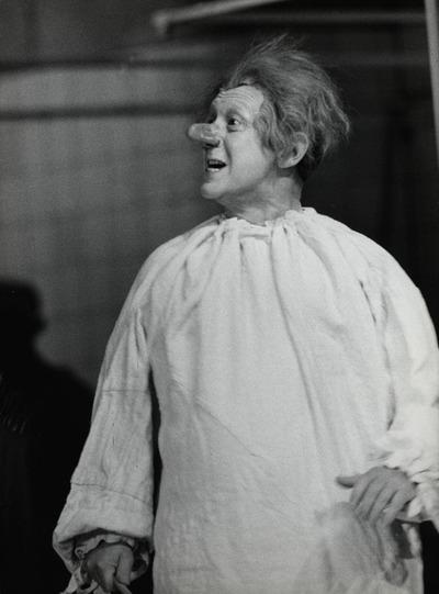 Die Verfolgung und Ermordung Jean Paul Marats - dargestellt durch die Schauspielgruppe des Hospizes zu Charenton unter Anleitung des Herrn de Sade