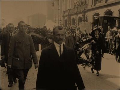 [IV CONGRESO III INTERNACIONAL. FUNERAL EN BERLIN DE VATSLAV WOROWSKI] = [III IN TERNATIONAL CONGRESS. BURIAL OF WOROWSKI IN BERLIN]