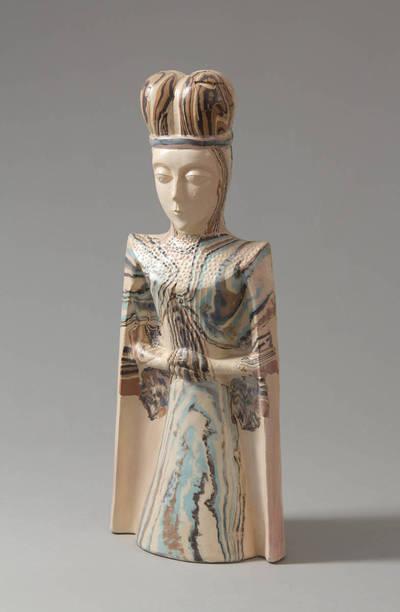 Keramikinė skulptūrėlė – Karalienė