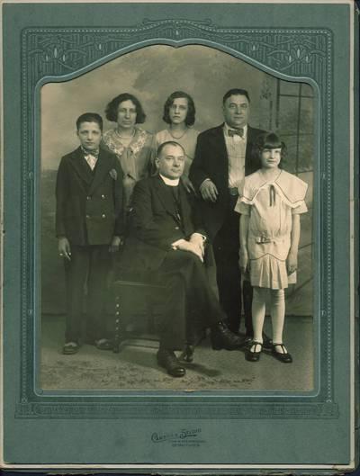 Kunigas Pijus Karalius. 1924