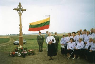 Atminimo kryžius Suosto apylinkės partizanams. 1998