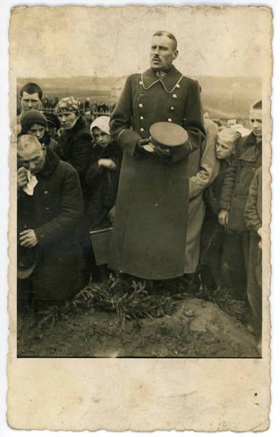 Alfonsas Būtautas. Stasys Pūtvis sako kalbą prie Jurgio Pluščiausko kapo Šaukėnų kapinėse 1939 metais. 1939-03-10
