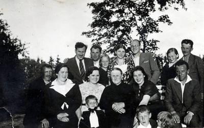 Nežinomas fotografas. Mačernių, Straupių, Korzų ir Pabarčių šeimos. 1930