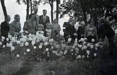 Nežinomas fotografas. Svečiai Straupių sodyboje Šarnelėje. 1938