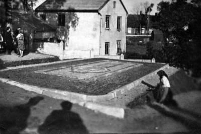 Nežinomas fotografas. Rainių kankinių didysis kapas Telšių kapinėse. 1941-07-30