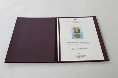 Donatas Stankevičius. Medalio, skirto Limai Koženkovai, sertifikatas su dėklu. 2016