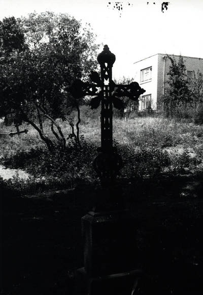 Nežinomas asmuo. D. ir Z. Kalesinskų liaudies amatų mokyklos ekspedicija Vilkijos miesto senųjų kapinių kryžiai. 1992