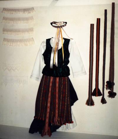Zigmas Kalesinskas. D. ir Z. Kalesinskų liaudies amatų mokyklos tekstilės darbų paroda Ukmergės kraštotyros muziejuje. 1995-05-08