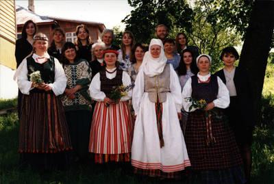 Arūnas Zalanskas. Tautiniai kostiumai. D. ir Z. Kalesinskų liaudies amatų mokyklos pirmosios tekstilininkių laidos diplominiai darbai. 1994-06-15
