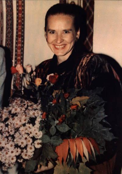 Arūnas Zalanskas. Dalia Kalesinskienė D. ir Z. Kalesinskų liaudies amatų mokyklos atidarymo dieną. 1991-10-14