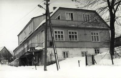 Nežinomas asmuo. Vilkijos Poliklinikos pastatas 1989 m. sugrąžintas Grigų šeimai. 1989