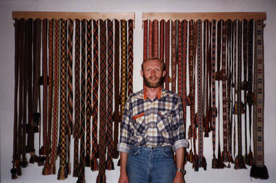 Nežinomas asmuo. D. ir Z. Kalesinskų liaudies amatų mokyklos direktorius Zigmas Kalesinskas. 1996