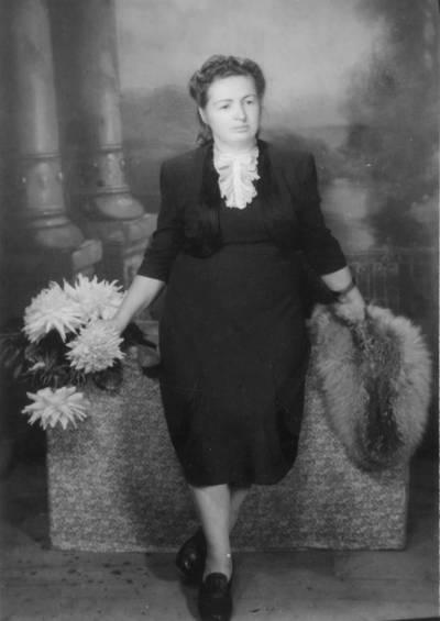 """Skaitmeninis vaizdas """"Julija Kumetytė-Dovydaitienė savo namuose Kaune Zarasų g. 35, 1953 metais"""". 2016"""