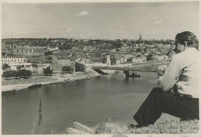 Autorius nežinomas. Liudgardas Maculevičius prie Nemuno. 1947 m.