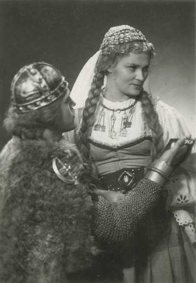 Kauno valstybinio dramos teatro spektaklio nuotrauka. J. Grušas. HERKUS MANTAS. 1957 03 31