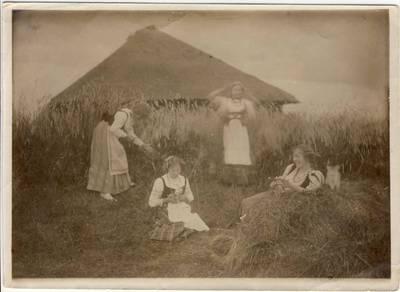 Nežinomas fotografas. Michalina ir Aldona Didžiulytės. 1912