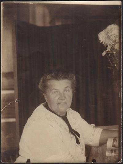 Nežinomas fotografas. Liudvika Didžiulienė-Žmona Jaltoje. 1920