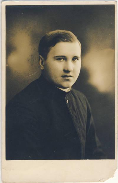 Nežinomas fotografas. Kunigas J. Švejis. 1940