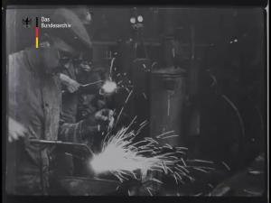 Geschütz-Reparaturwerkstatt hinter der Westfront