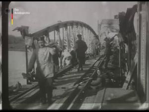 Wiederaufbau einer durch die Russen in Rumänien zerstörten Eisenbahnbrücke