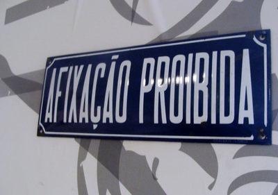 Placa de Informação: Afixação proibida