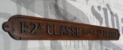 Placa de informação: 1ª, 2ª e 3ª classe