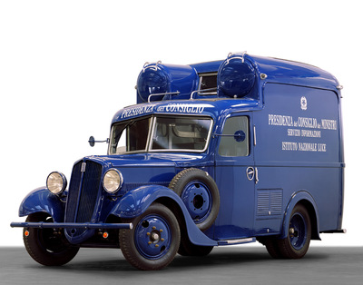 Cinemobile Fiat 618 dell'Istituto Luce