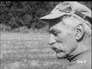 Bourvil parle du vélo utilisé lors du tournage des Cracks d'Alex Joffé et extrait du film