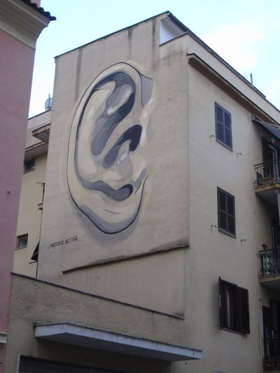 L'orecchio destro