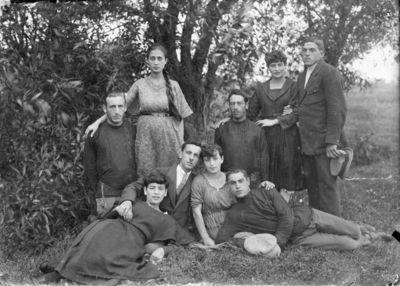 """Nuotrauka """"Vabalninko miestelio žydų jaunimas"""""""