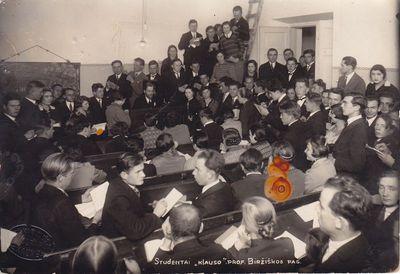 Nuotrauka. Studentai M. Biržiškos paskaitoje Lietuvos universitete
