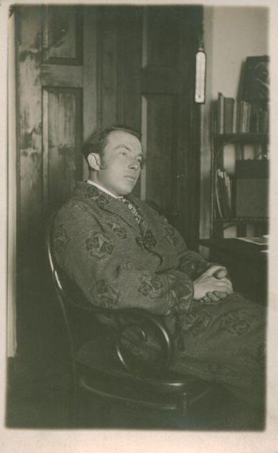 Fotografija. Rašytojas Butkų Juzė (Juozas Butkus) namuose
